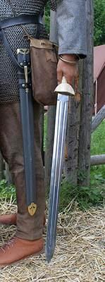 Современная реконструкция кавалерийской спаты II века н. э.